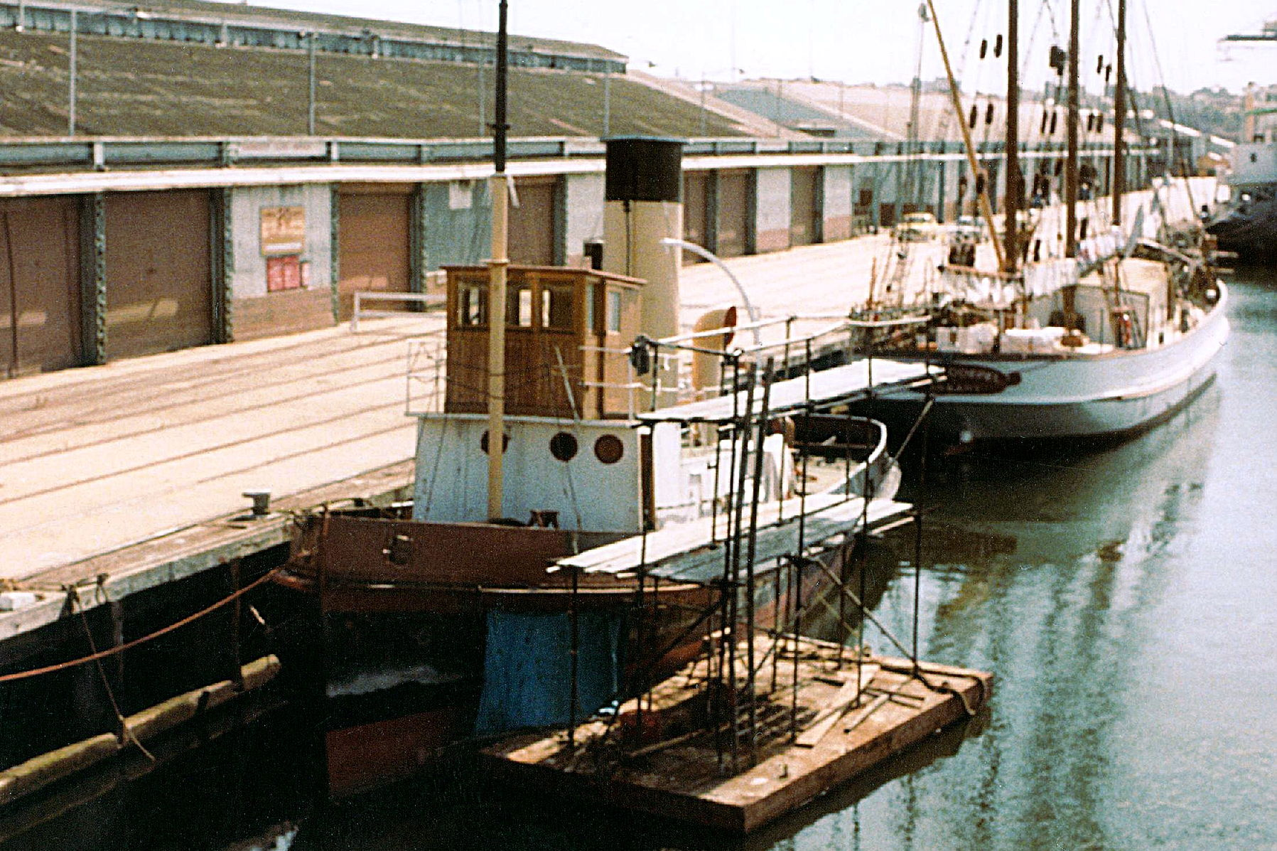 Wattle and Alma Doepel at Victoria Dock 1984